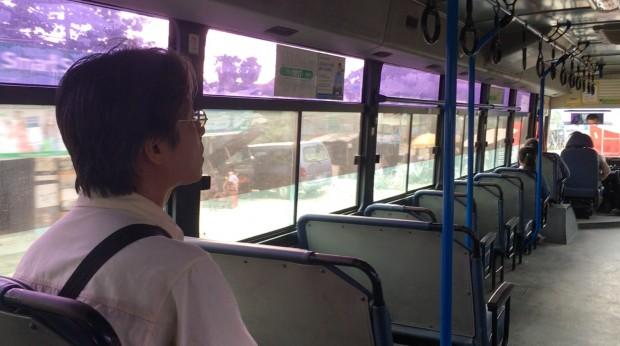 th_2-2 バスで井上寺へ報告に向かう